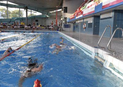 19 Das 24-Stunden Schwimmen in der ersten Stunde