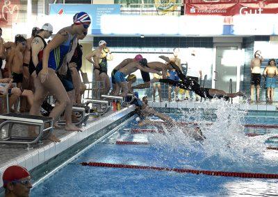 5 Start des 24-Stunden Schwimmens